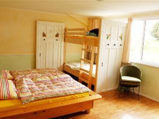 """Wunderschönes Zimmer """"Tulpe"""" mit Gemeinschaftsbad - Kappeln vacation rentals"""