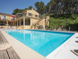 Dali 3 bedroom appt-heated pool - Maussane-les-Alpilles vacation rentals