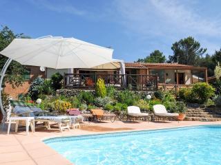 Villa Victoria, heated securate pool, garden games - Greasque vacation rentals