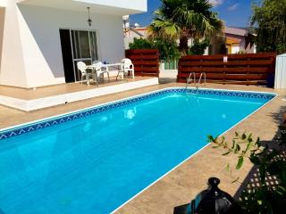 Fabulous villa with pool, 5min walk from village - Peyia vacation rentals