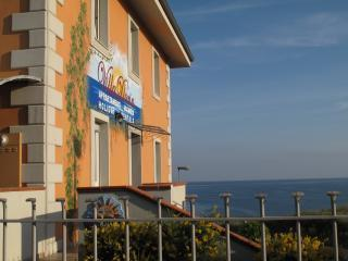Villa Doria Casa Vacanze TRILOCALE D 6 posti letto - Valledoria vacation rentals