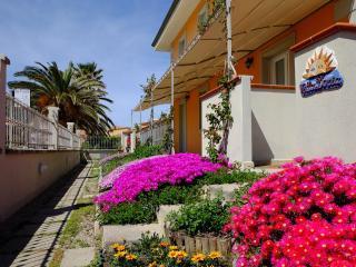 Villa Doria Casa Vacanze TRILOCALE C 6 posti letto - Valledoria vacation rentals