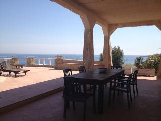 Villa Belvedere casa vacanze fronte mare - Brucoli vacation rentals