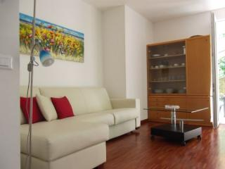 Romantic 1 bedroom Lierna Townhouse with Deck - Lierna vacation rentals