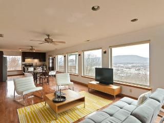 """City Overlook & Hideaway"" above downtown Chatta - Chattanooga vacation rentals"
