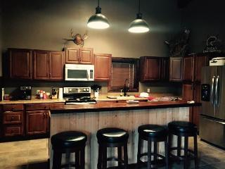 Comfortable 4 bedroom Great Bend Lodge with Deck - Great Bend vacation rentals