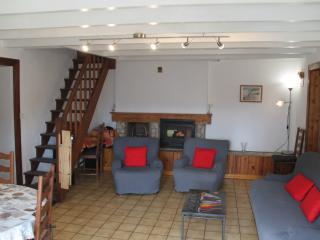 Cozy Gite in Peault with Internet Access, sleeps 6 - Peault vacation rentals