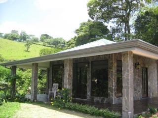 Cozy casita in the rain forest - Tilaran vacation rentals