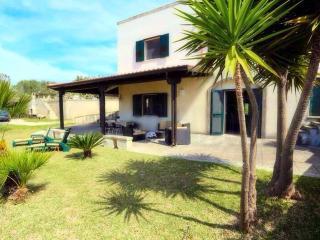 Cozy 3 bedroom Villa in Uggiano La Chiesa with Internet Access - Uggiano La Chiesa vacation rentals