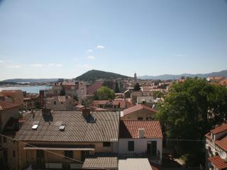 Apartment KOKOLO with sea view - Split vacation rentals