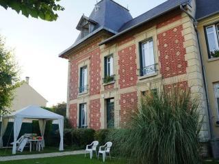 LES CHENEVIS Chambres d'hôtes / B&B près de CERGY - Jouy-le-Moutier vacation rentals
