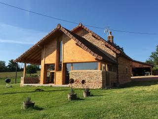 Cozy 3 bedroom Gite in Charolles with Internet Access - Charolles vacation rentals