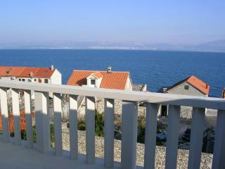 Nice Apartment with Internet Access and Wireless Internet - Sutivan vacation rentals