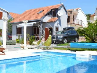TH00558 Apartments Branko / House TINA - Tribunj vacation rentals