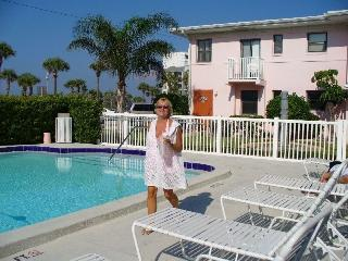 Beautiful St. Pete Beach Condo - Saint Petersburg vacation rentals