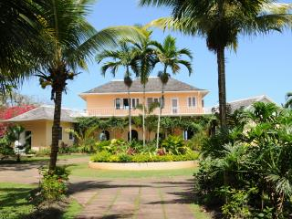 3 BR /beach access/golf/staffed - Ocho Rios vacation rentals