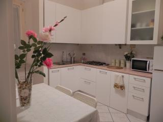 Lovely Townhouse with Central Heating and Freezer in Ancona - Ancona vacation rentals