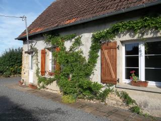 Beautiful Gite with Outdoor Dining Area and Television - Carentan vacation rentals