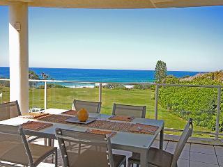 Unit 3, Beachhouse at The Point, 11 Andrew Street, Point Arkwright $500 BOND - Yaroomba vacation rentals