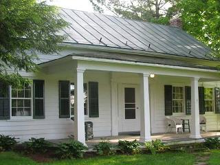 Nice 3 bedroom Rhinebeck Farmhouse Barn with Internet Access - Rhinebeck vacation rentals