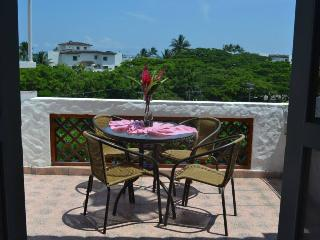 Nice Condo with Balcony and Parking - Same vacation rentals