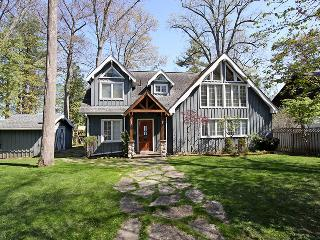 Bright 4 bedroom Cottage in Lake Simcoe - Lake Simcoe vacation rentals