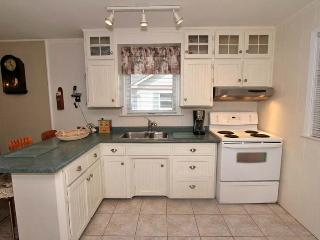 Perfect Cottage with Dishwasher and Kettle - Sauble Beach vacation rentals