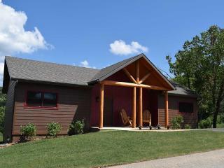 Elegant Cabin on Lake Taneycomo, Tablerock Nearby! - Branson vacation rentals