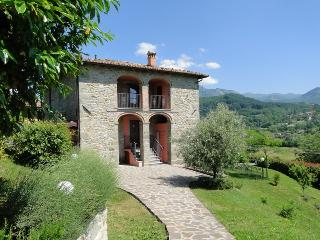 Gorgeous 7 bedroom Camporgiano House with Internet Access - Camporgiano vacation rentals