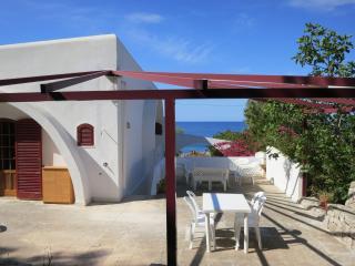 VILLA FRONTE MARE Indipendente con ampio giardino - Torre Vado vacation rentals