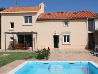 4 bedroom Gite with Internet Access in Mache - Mache vacation rentals