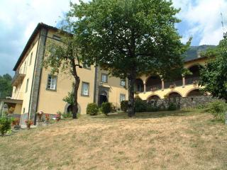 Nice Townhouse with Internet Access and Patio - Corfino vacation rentals