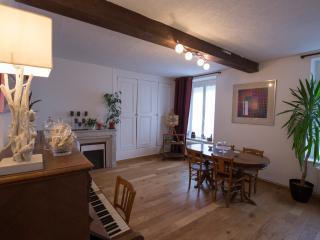 Duplex Cosy centre historique et maisons champagne - Reims vacation rentals