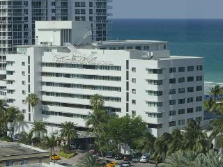 Beautiful Ocean side studio , on the beach, 10 min from South beach - Miami Beach vacation rentals
