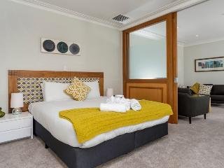 One Bedroom Serviced Apartment in the Heritage Towers, Auckland - Auckland vacation rentals