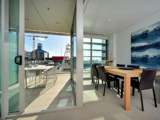 One bedroom Air Conditioned Waterfront Apartment in Lighter Quay - Auckland vacation rentals
