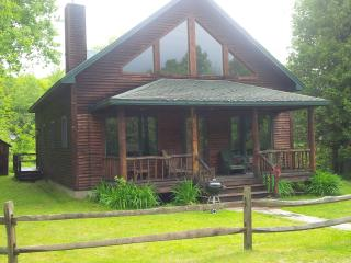 Cozy 3 bedroom Chalet in Bakers Mills - Bakers Mills vacation rentals