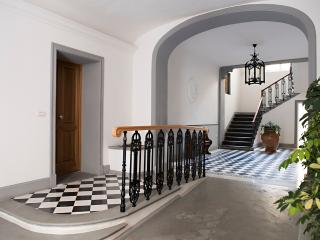 Prestige House Duomo 8 places WIFI - Florence vacation rentals