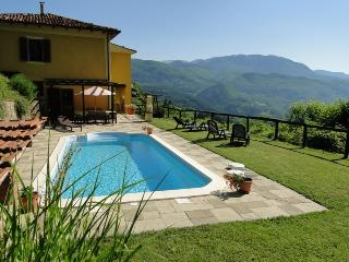 Comfortable 4 bedroom House in Camporgiano with Internet Access - Camporgiano vacation rentals