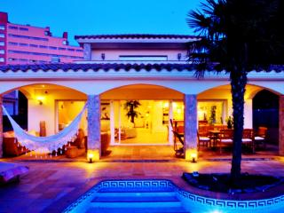 ESPECTACULAR casa con amarre barco 17 metros - Roses vacation rentals