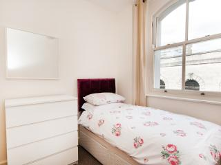 Comfortable Apartment with Short Breaks Allowed and Freezer in Southampton - Southampton vacation rentals