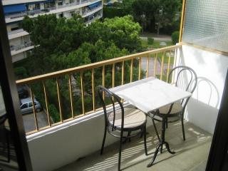 Gorgeous Marseille vacation Studio with Short Breaks Allowed - Marseille vacation rentals