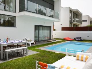 4 bedroom Villa with Internet Access in Charneca da Caparica - Charneca da Caparica vacation rentals