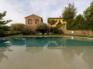 5 bedroom House with Private Outdoor Pool in Vinci - Vinci vacation rentals