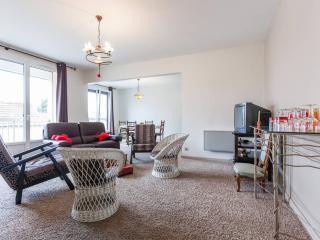 5 personnes, 4 lits, 3 chambres, 2 SdB + le calme - Tinqueux vacation rentals