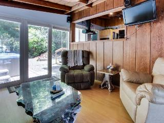 Pet-friendly cottage w/fireplace, walk to beach, hot tub! - Rockaway Beach vacation rentals
