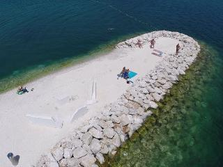 Nice Condo with A/C and Television - Marina vacation rentals