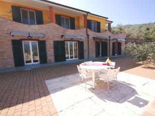 Spacious 4 bedroom Villa in Torrazza with Washing Machine - Torrazza vacation rentals