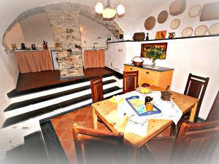 Beautiful 1 bedroom Condo in Chiusavecchia with Internet Access - Chiusavecchia vacation rentals