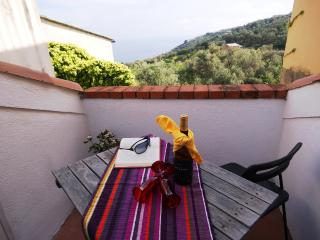 Charming 1 bedroom Poggi Apartment with Television - Poggi vacation rentals